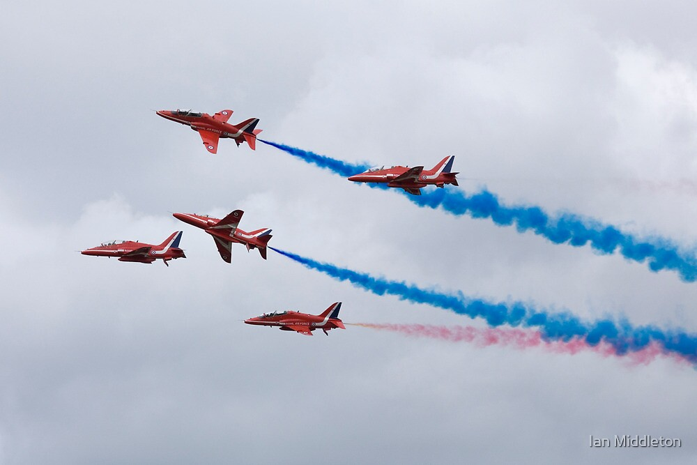 The Red Arrows at Farnborough International Airshow, July 2008 by Ian Middleton
