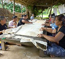 Making Tapa Cloth Nukualofa Tonga by Keith Richardson