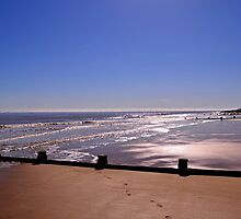 Frinton Beach  by Bel Menpes