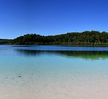 Lake McKenzie by Rob Williams