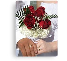 Red roses and wedding rings Canvas Print
