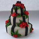 black 'n' red wedding cake by Babz Runcie