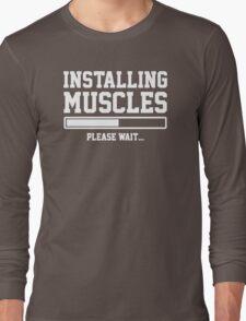 INSTALLING MUSCLES FUNNY PRINTED MENS TSHIRT GYM LIFT BRO WORKOUT NOVELTY SLOGAN Long Sleeve T-Shirt