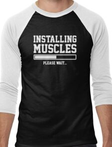 INSTALLING MUSCLES FUNNY PRINTED MENS TSHIRT GYM LIFT BRO WORKOUT NOVELTY SLOGAN Men's Baseball ¾ T-Shirt