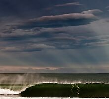 Wollongong waves & ray by 16images