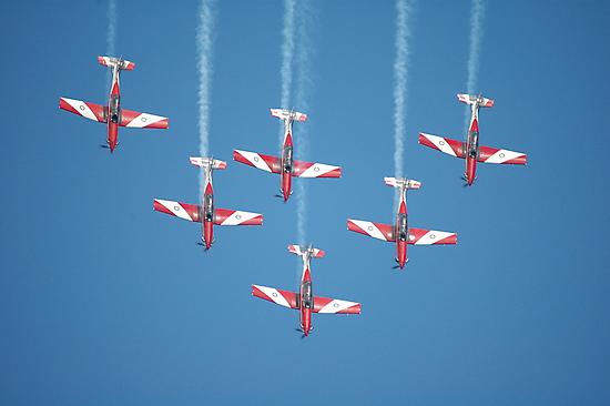 RAAF Roulettes Aerobatic Team @ Williamtown 2010 by muz2142