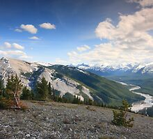 Hiking the Kananaskis by zumi