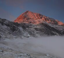 Sunrise at Crib Goch  by robevans