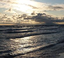 Sunrise - Lake Erie, Clouds and Waves by lpizzuli