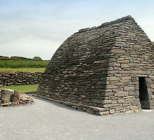 Gallarus Oratory, Dingle by CliveOnBeara