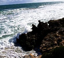 Waves crashing by timbransby