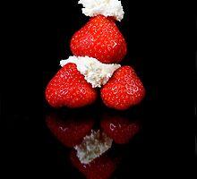 Strawberry & Cream pyramid by andyw