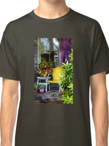 The yellow chair Classic T-Shirt