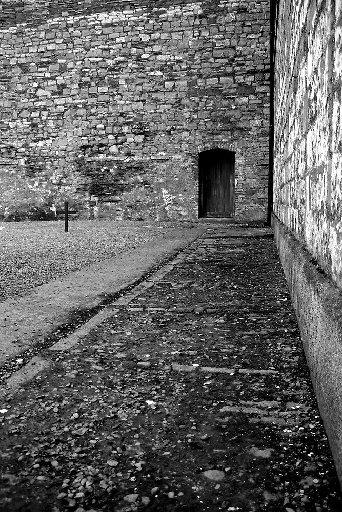 Execution courtyard at Kilmainham gaol by Esther  Moliné
