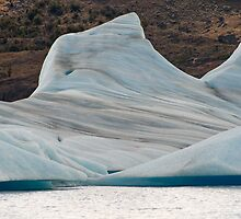 Great blue icebergs by fotovivencias