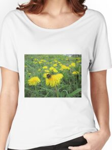 Bumble bee on dandelion Women's Relaxed Fit T-Shirt