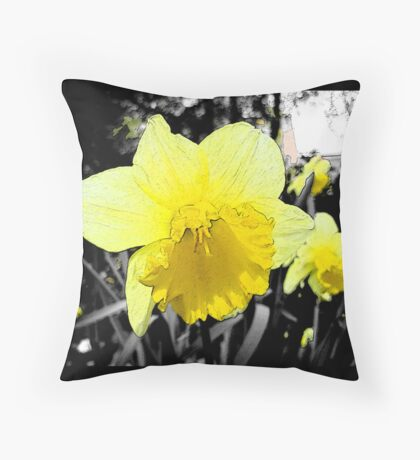 Narcissus/Daffodil Throw Pillow