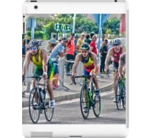 Triatletas en bici iPad Case/Skin