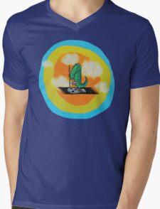 The Mighty Boosh – Eric Phillips Leaves for Alaska Mens V-Neck T-Shirt