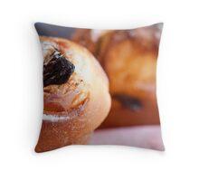 Liberated Le petit déjeuner  Throw Pillow