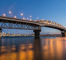 auckland harbour bridge at night by davidprentice