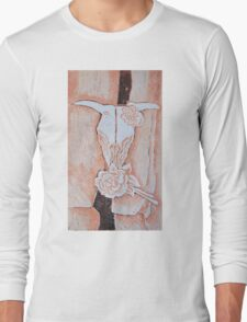 after Georgia O'Keeffe's Cow's Skull with Calico Roses  Long Sleeve T-Shirt