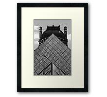 La pyramide du Louvre, Paris Framed Print