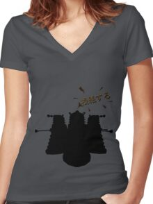 根絶する (Exterminate!) Women's Fitted V-Neck T-Shirt