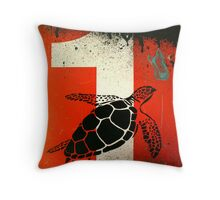 An Ocean of oil - Turtle Throw Pillow