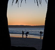 Dusk activity at Rainbow bay by flexigav