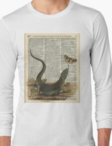 Lizard catching a moth,Vintage Illustration of Reptile. Long Sleeve T-Shirt