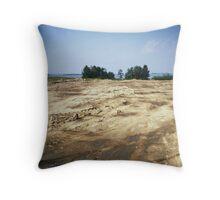 kanonerskij island Throw Pillow