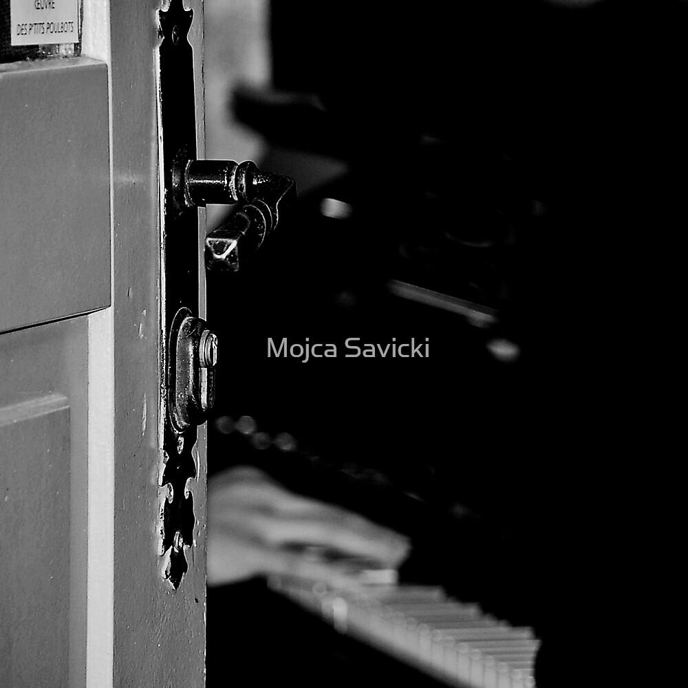 That Piano That Plays by Mojca Savicki