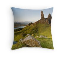 Skyes Eyes, Oldman Of Storr, Skye, Highlands Throw Pillow