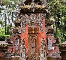 Pintu Gerbang Pura Tirta Empul  by Samuel  Khusunawi