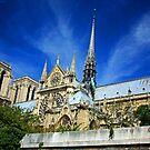Notre Dame 2 by Roelene Carleton
