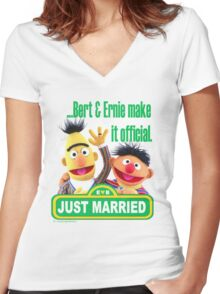 Bert & Ernie - Just Married Women's Fitted V-Neck T-Shirt