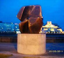 Sculpture: Henry Moore: Interlocking forms -(180511)- digital photo by paulramnora
