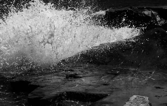 Splash At Terrigal by Ron Hannah