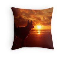 Everythings beachy. Throw Pillow