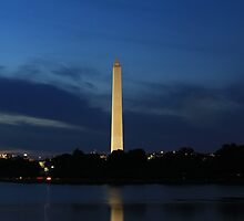 Washington monument at night by iac89