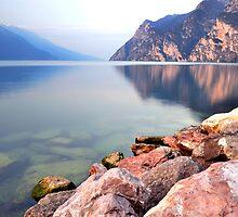 Prime ore del mattino sul Lago di Garda by Martina Fagan