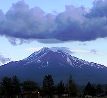 Mt Shasta under a cloud by gerardofm4