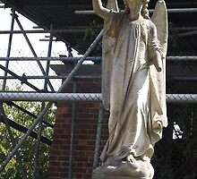 Norwood cemetary: Sculpture: Angel, with broken arm -(220811c)- Digital photo by paulramnora