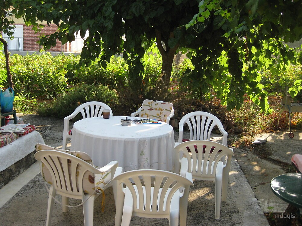 Table and Chairs by mdagis