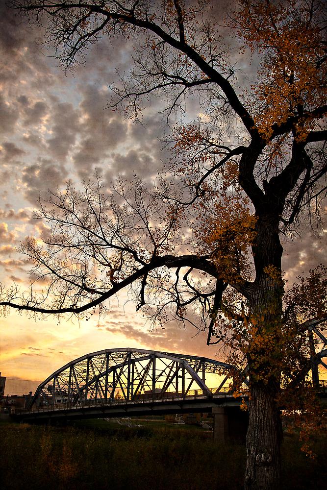 Bridging Twilight by vividpeach