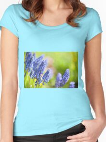 Blue Muscari Mill flowers close-up in the spring  Women's Fitted Scoop T-Shirt