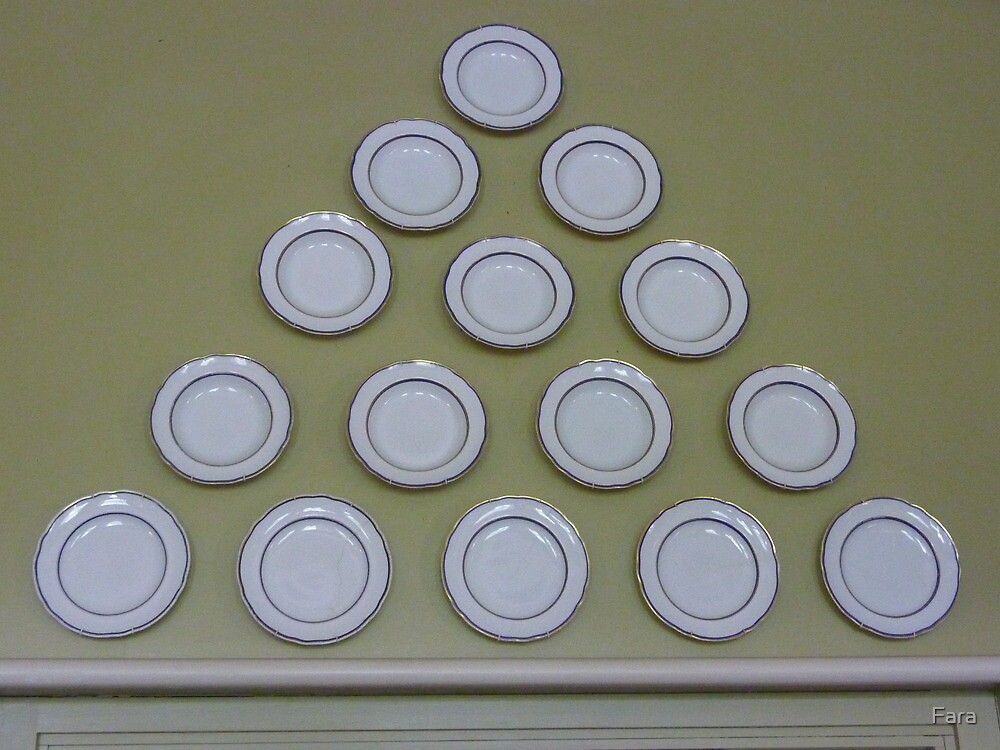 Plate pyramid. by Fara