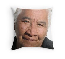 Old women - pride, beauty and dignity of the people in the tropics - señora grande - orgullosa, bonita con dignidad Throw Pillow