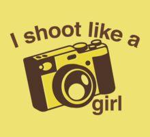 I shoot like a girl (Camera Photographer) Kids Tee